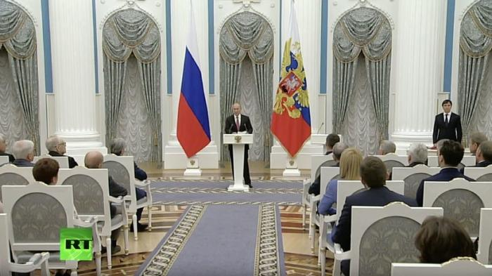 Владимир Путин вручает государственные награды в Кремле. Прямая трансляция 27.11.18