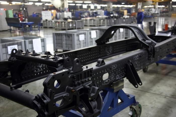 КАМАЗ приступил ксборке шасси для грузовиков нового поколения – седельного тягача 54901