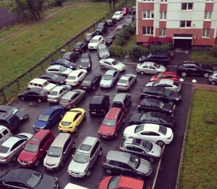 Почему парковаться в своих дворах нельзя, а в чужих можно?