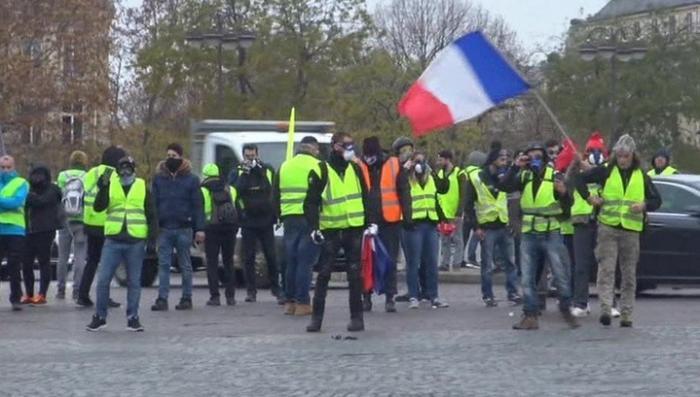В Париже ранены два журналиста RT – в подбородок и в ногу