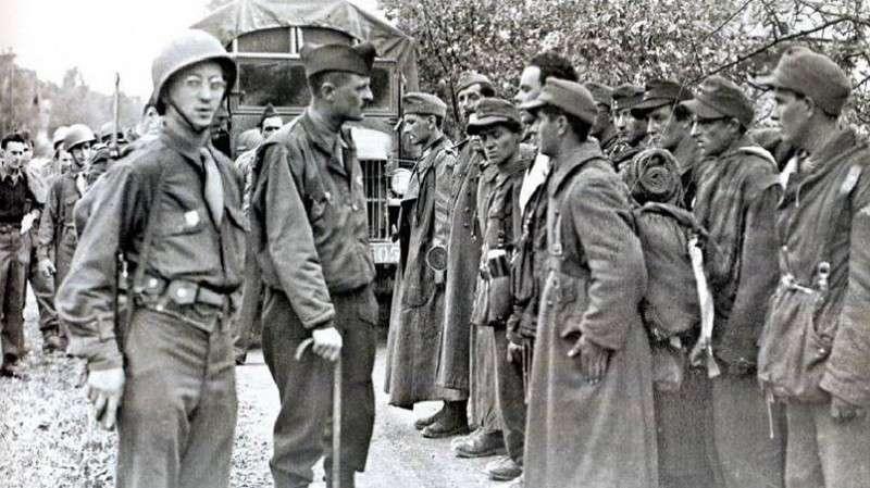 Французские эсэсовцы перед расстрелом, рекламный плакат бельгийской дивизии СС «Валлония» / Фото facebook.com