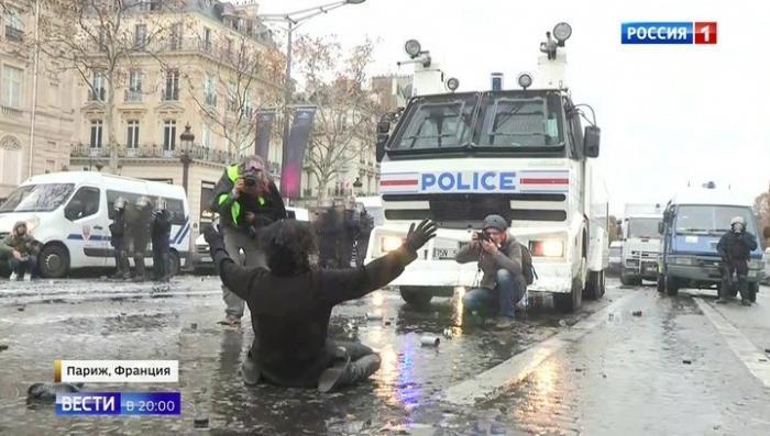 Полиция Франции отмечает невиданный прежде уровень агрессии среди протестующих
