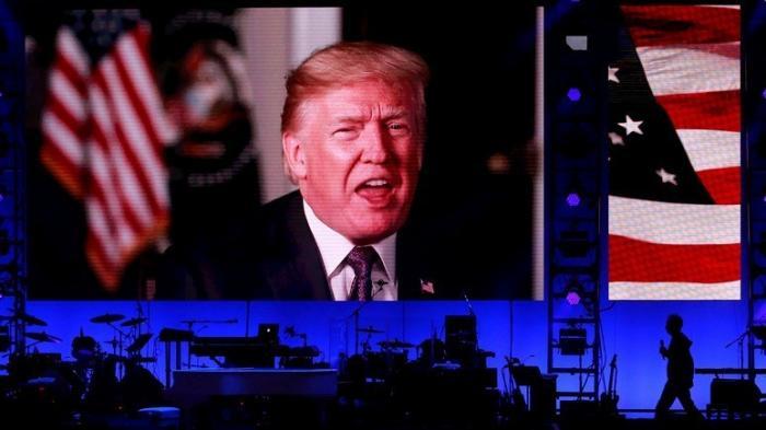 Построенное Бушем-старшим Трамп активно рушит – России на радость