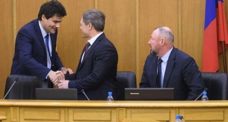 В Екатеринбурге депутаты в два раза подняли зарплату мэру Александру Высокинскому