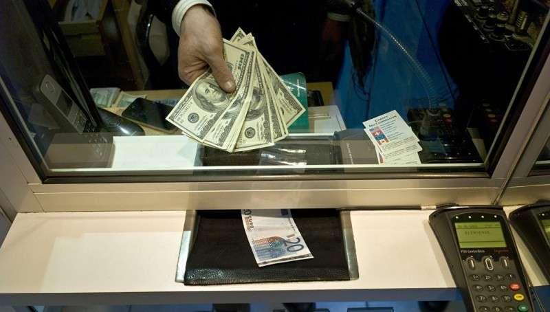 Еврокомиссия призвала стимулировать отказ от доллара