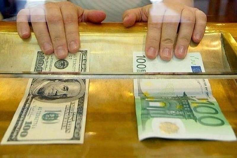 Еврокомиссия требуют от европейского бизнеса отказаться от доллара