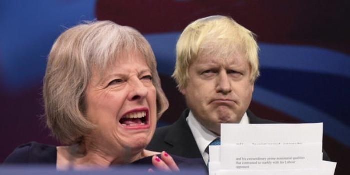 Британские политологи честно признались за что англичане так не любят Россию