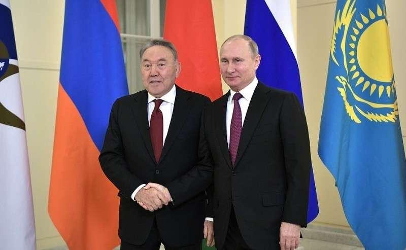 Перед началом заседания Высшего Евразийского экономического совета. СПрезидентом Республики Казахстан Нурсултаном Назарбаевым.