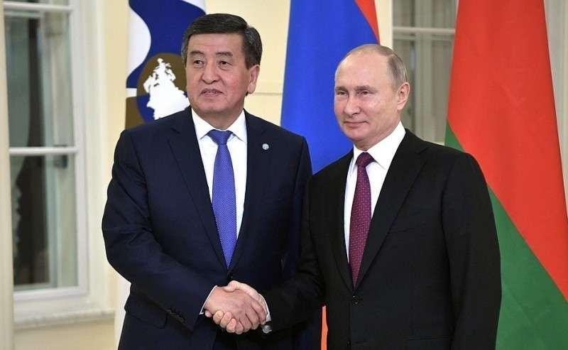 Перед началом заседания Высшего Евразийского экономического совета. СПрезидентом Киргизской Республики Сооронбаем Жээнбековым.