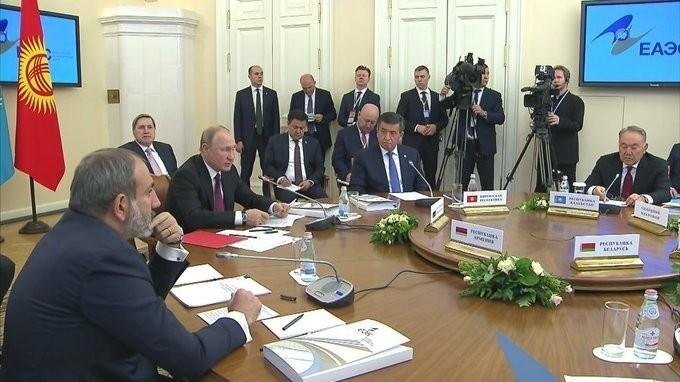 Владимир Путин провёл заседание Высшего Евразийского экономического совета в узком составе