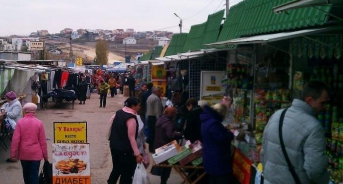 В Севастополе торговцев рынков стригут как овец