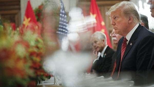 Президент США Дональд Трамп на встрече с председателем КНР Си Цзиньпинем на саммите G20 в Аргентине