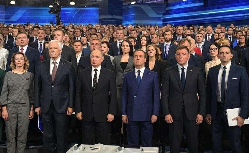 Перед началом пленарного заседания XVIII съезда Всероссийской политической партии «Единая Россия».