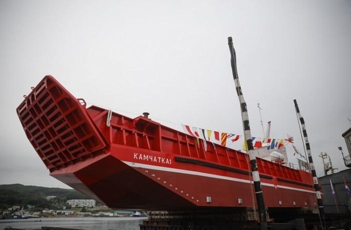В Приморье завершилось строительство уникальной баржи «Камчатка-1»
