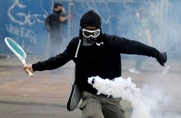 Требования протестантов в Париже. Есть документ! Причём тут цена на бензин?
