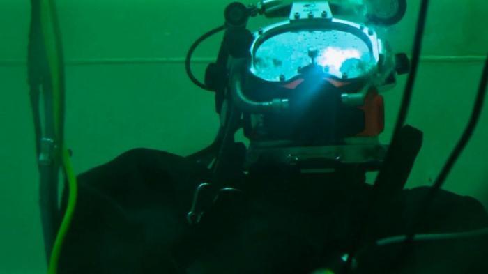 Рекордное погружение российских водолазов в обычном водолазном снаряжении на 416 метров