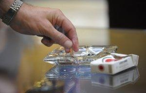 Медведев подписал постановление, расширяющее полномочия министерств в борьбе с курением