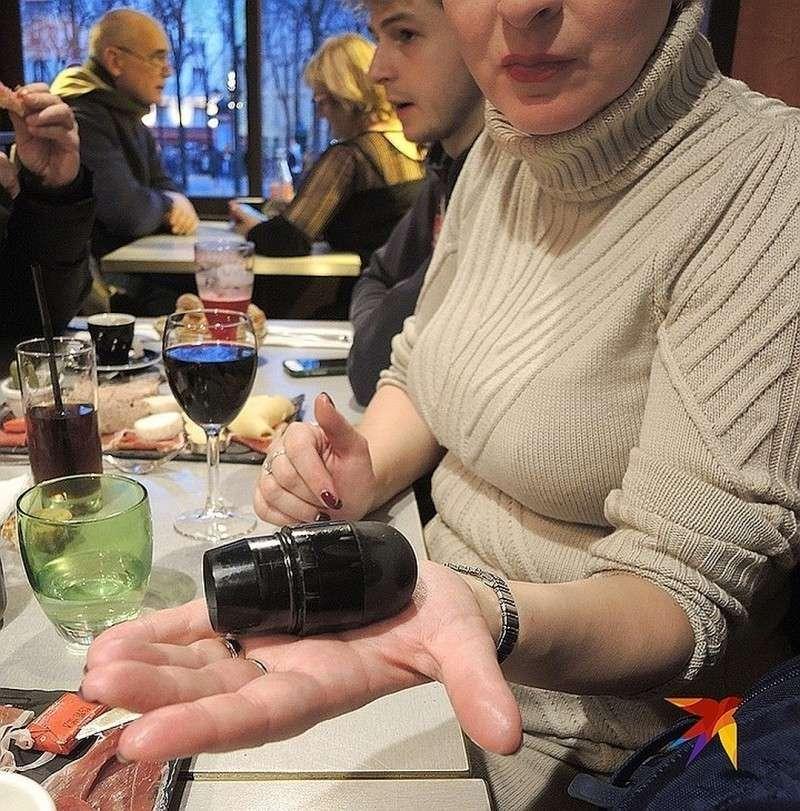 Сувенир из Парижа: использованная полицейскими резиновая пуля, найденная в нескольких шагах от Лувра. Фото: Дарья АСЛАМОВА