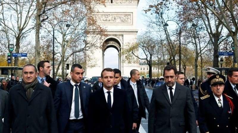 Макрон объявил во Франции чрезвычайное экономическое положение