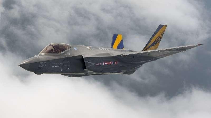 Американский истребитель F-35 Lighting II не способен пройти финальные боевые испытания