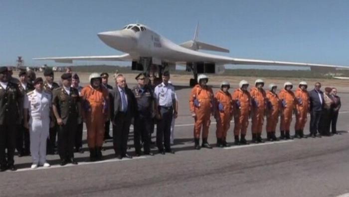 В Венесуэлу прибыли российские стратегические ракетоносцы Ту-160