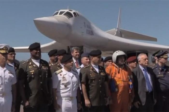 Для чего Россия отправила в Венесуэлу свои стратегические ракетоносцы Ту-160