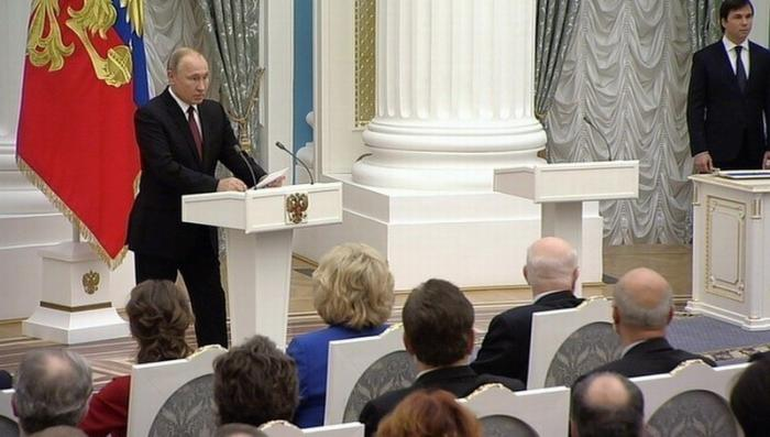 Владимир Путин дал понять: пора думать об изменениях в Конституции России