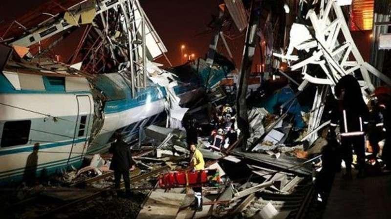 В Турции сошёл с рельсов скоростной поезд, погибли семь человек, более 40 пострадали