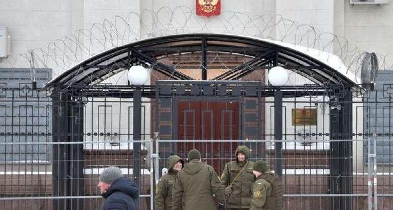 МИД: Россия готова применить силу для защиты своих дипломатов на Украине