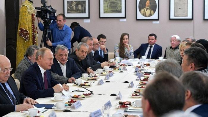 Владимир Путин в Ярославле встретился сдеятелями театрального искусства