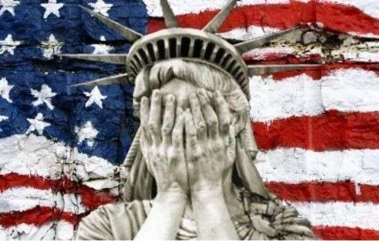 Авторитетный американский журналист назвал США «смехотворной страной»