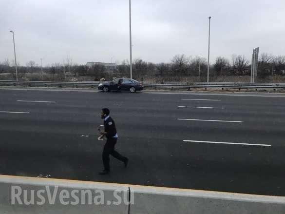 Деньги, высыпавшиеся натрассу, стали причиной нескольких аварий (ФОТО, ВИДЕО) | Русская весна