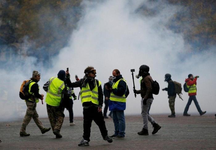 Париж. Полиция приступила к жёсткому разгону «желтых жилетов»