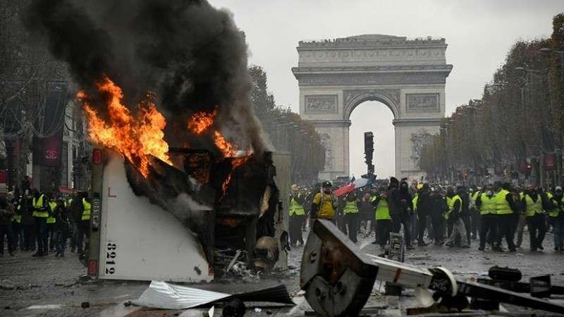 Во Франции ослабел накал манифестаций