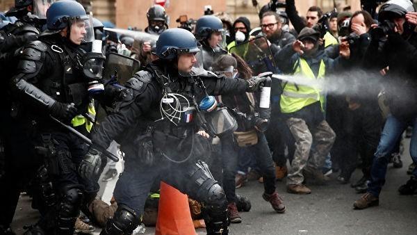 Британское BBC ищет во Франции русских «оборотней в жилетах»