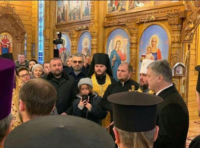 Вор Порошенко вкомпании армянских криминальных «авторитетов» побывал намолебне Епифания