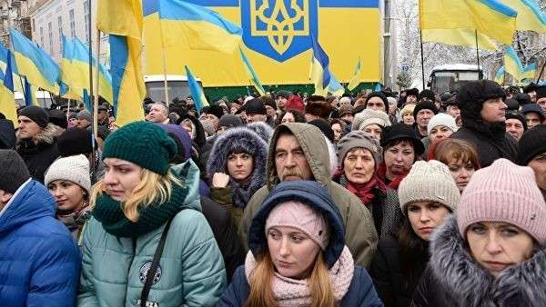 Верующие на объединительном соборе на Софийской площади в Киеве. 15 декабря 2018