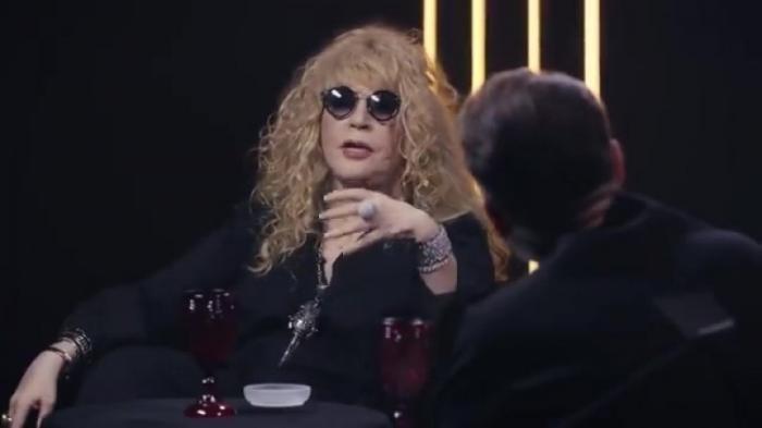 70-летняя мадам Пугачёва опять карабкается на сцену. Зачем?