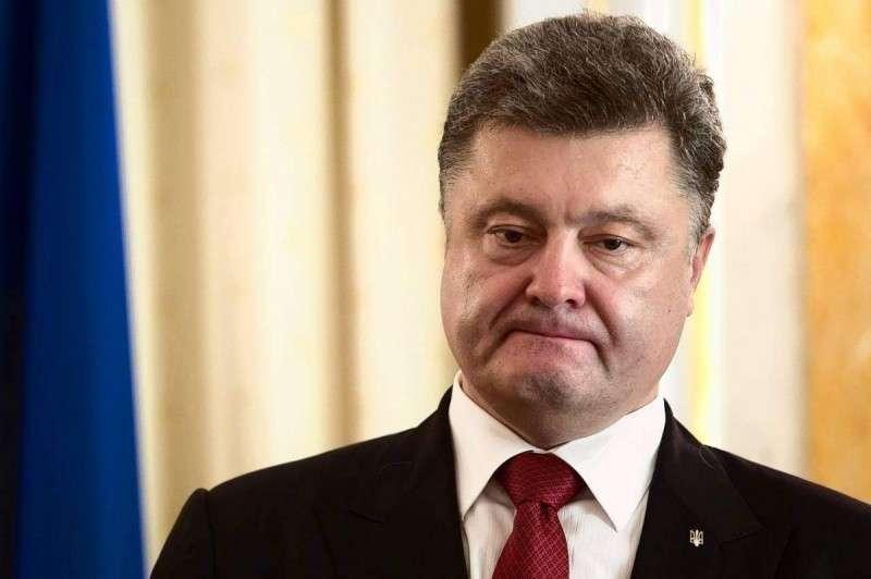 Порошенко себя тоже уволит из-за родственников в России?