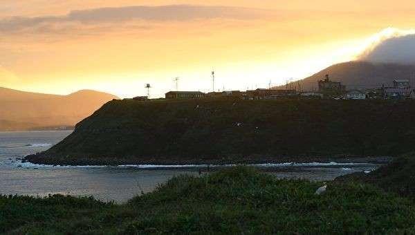 Поселок Южно-Курильск на острове Кунашир Большой Курильской гряды. Архивное фото