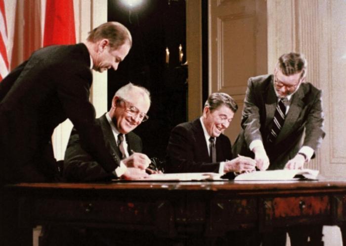 Горбачёв поспорил с Путиным об одностороннем разоружении СССР по договору РСМД