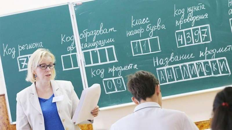 Министр просвещения Ольга Васильева наводит тень на плетень