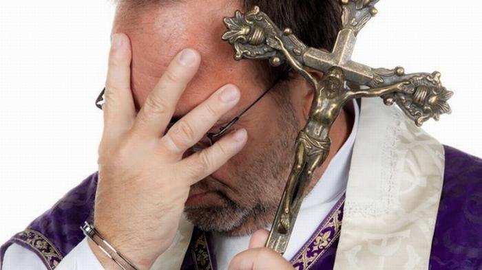 Католическая церковь полностью погрязла в педофилии