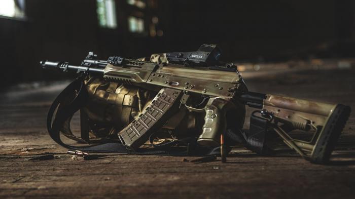 Концерн «Калашников» начал серийные поставки автомата АК-12 в российскую армию