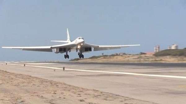 Российские Ту-160 в Венесуэле: приземление и встреча экипажей в аэропорту