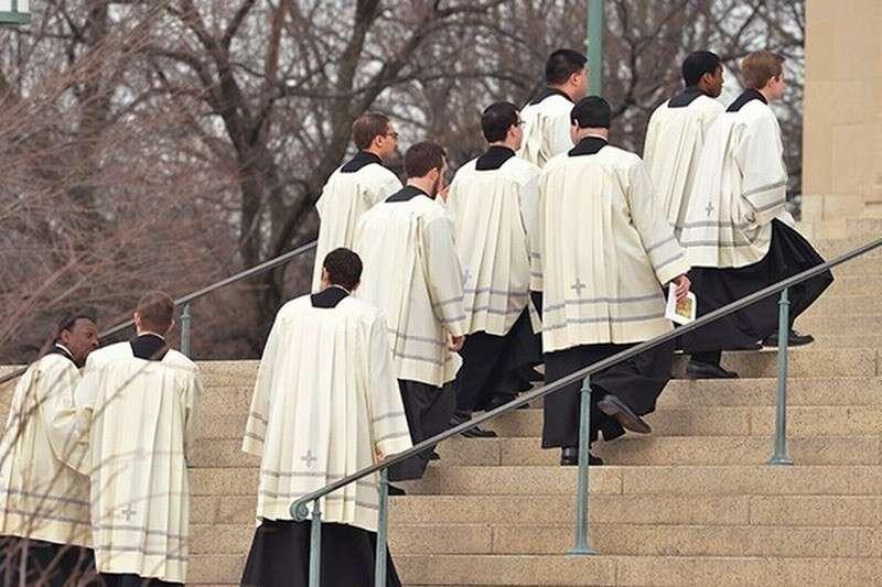 В США нашли ещё сотни католических священников - развратников
