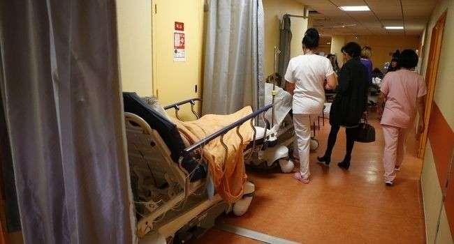 Deux femmes de 88 et 93 ans sont mortes dans la salle d'attente des urgences en quinze jours d'intervalle au CHU de Tours - PASCAL POCHARD-CASABIANCA - AFP/Archives