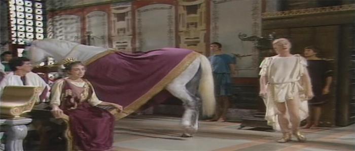 Директор Кадастровой палаты Тухтасунов в роли коня Калигулы