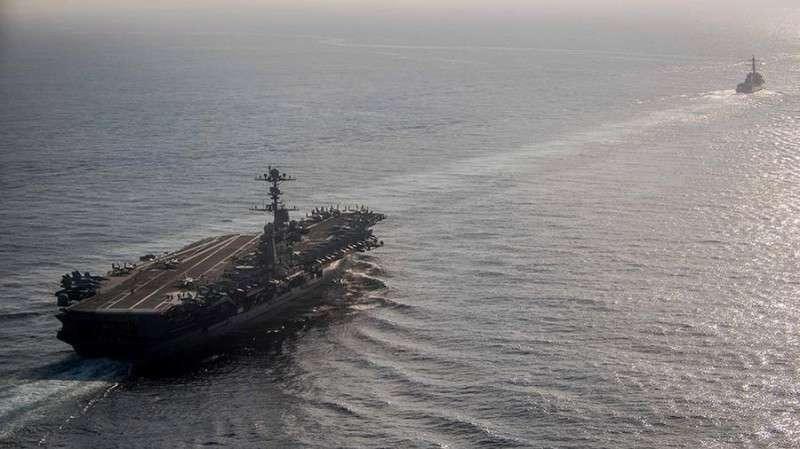 ВМС Ирана запустили ракеты вблизи от авианосца США