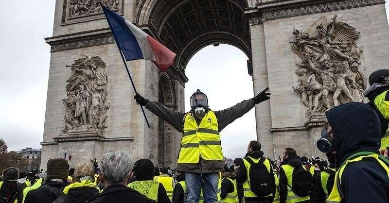 Протесты во Франции. Париж продолжает бунтовать даже накануне рождества